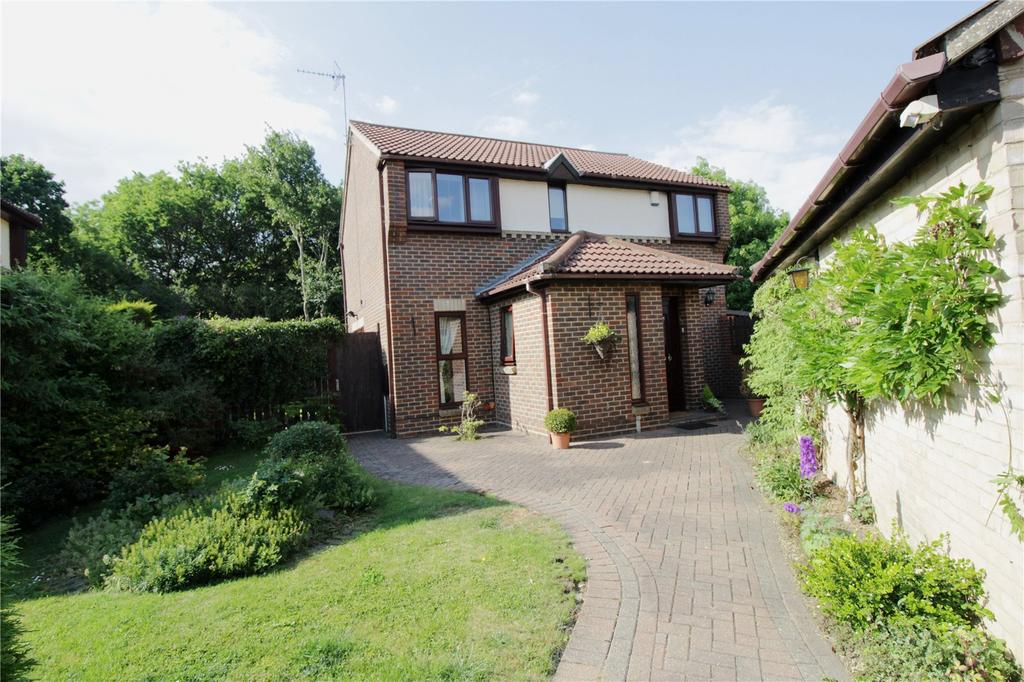 4 Bedrooms Detached House for sale in Elderberry Close, Langdon Hills, Essex, SS16