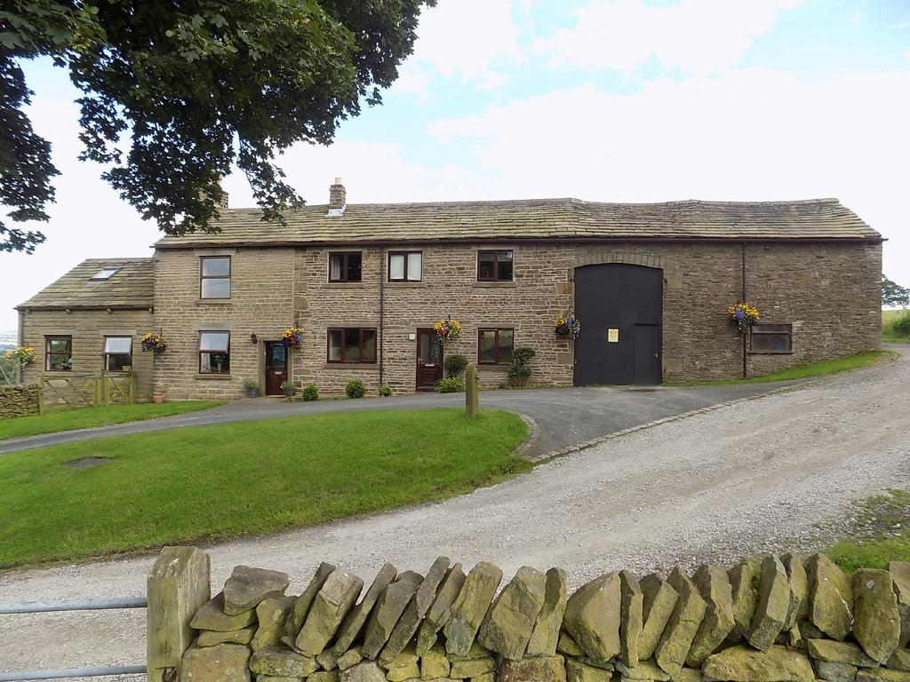 5 Bedrooms Farm House Character Property for sale in Yeardsley Lane, Furness Vale