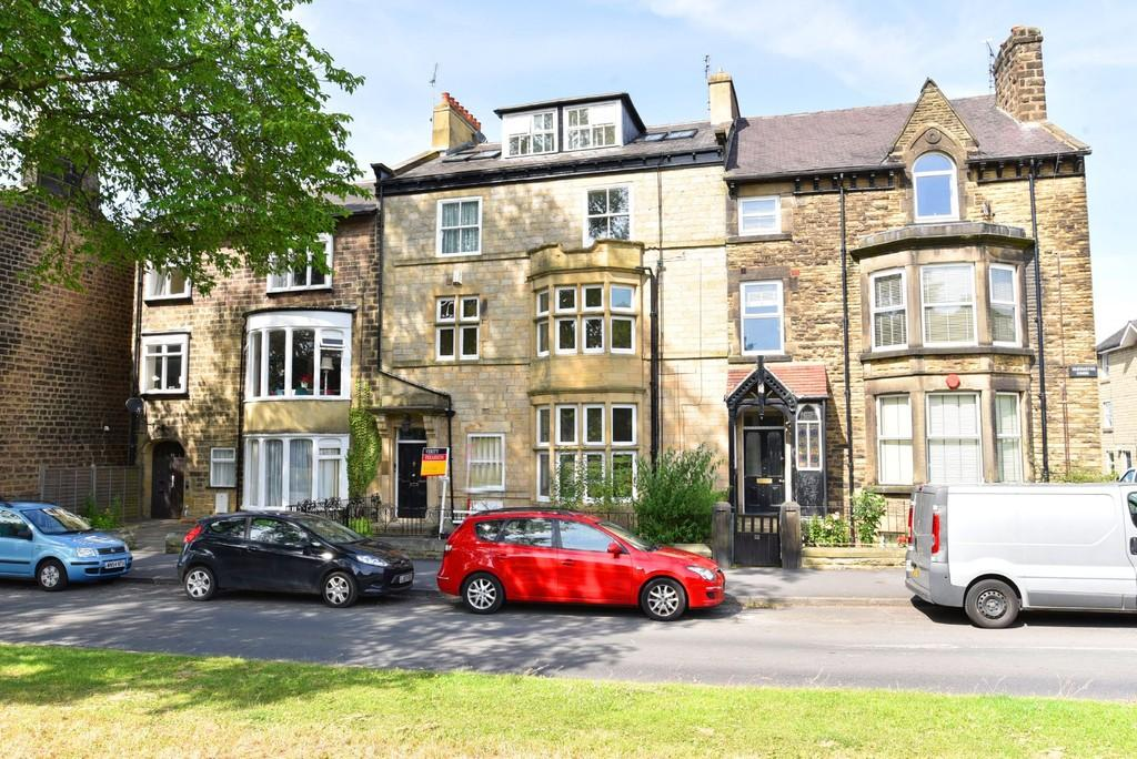 2 Bedrooms Penthouse Flat for sale in The Penthouse, Devonshire Place, Harrogate