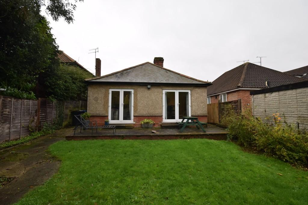 2 Bedrooms Detached Bungalow for rent in Hadleigh Road