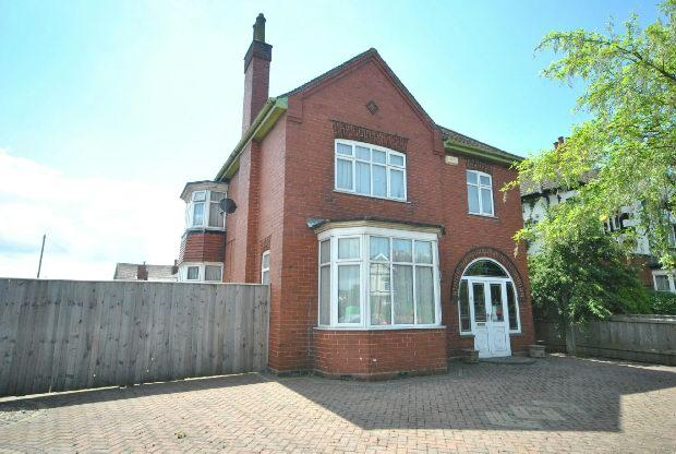 3 Bedrooms Detached House for sale in Weelsby Road, GRIMSBY