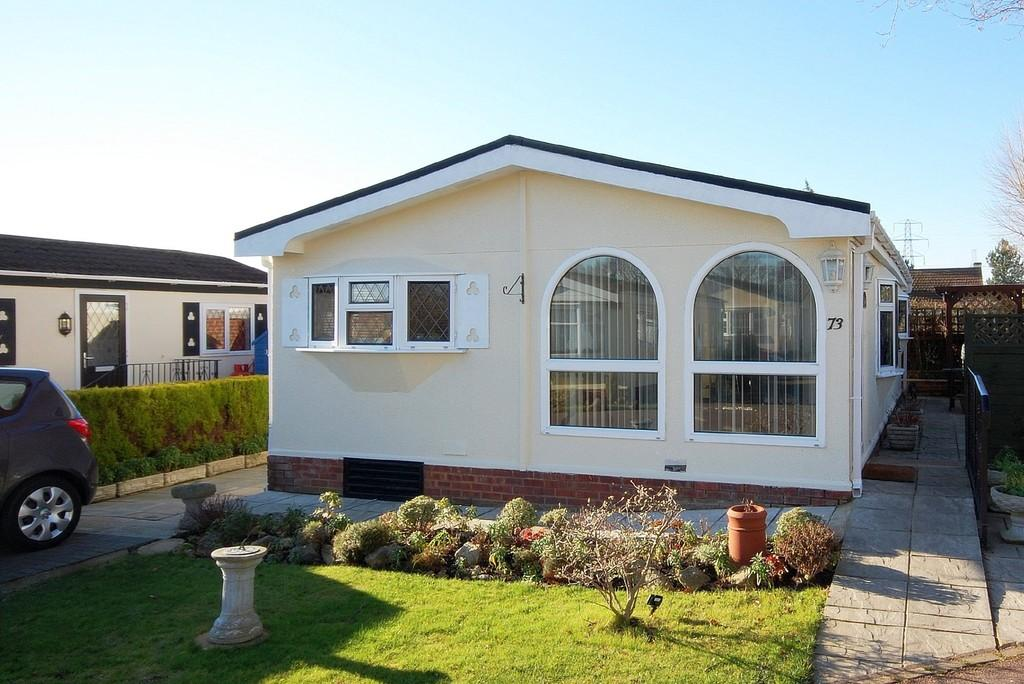 2 Bedrooms Detached Bungalow for sale in Bluebell Woods Park, Broad Oak