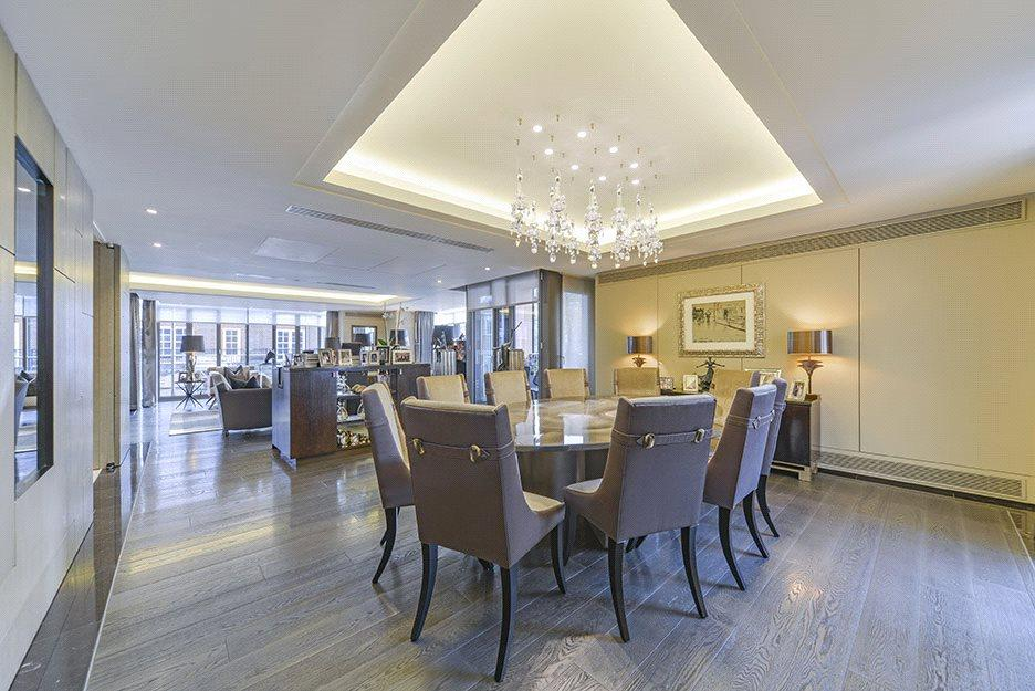 4 Bedrooms Flat for sale in Davies Street, Mayfair, London, W1K