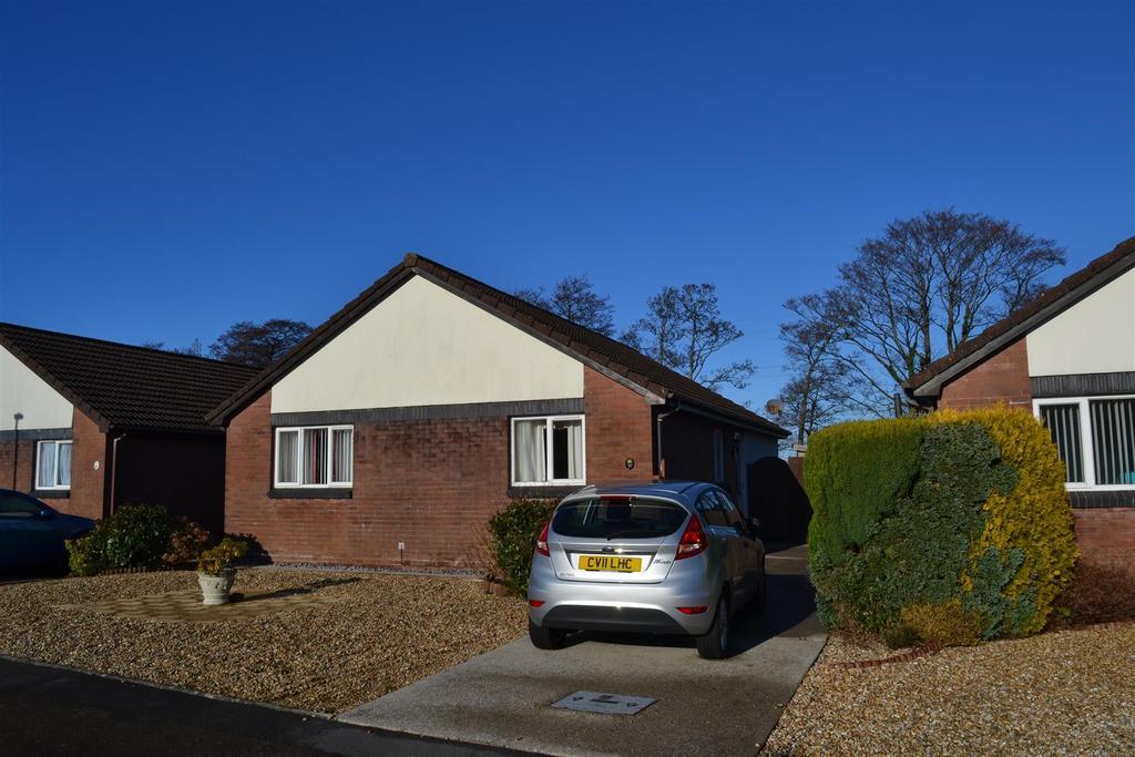3 Bedrooms Detached Bungalow for sale in Clos Gwernen, Gowerton, Swansea