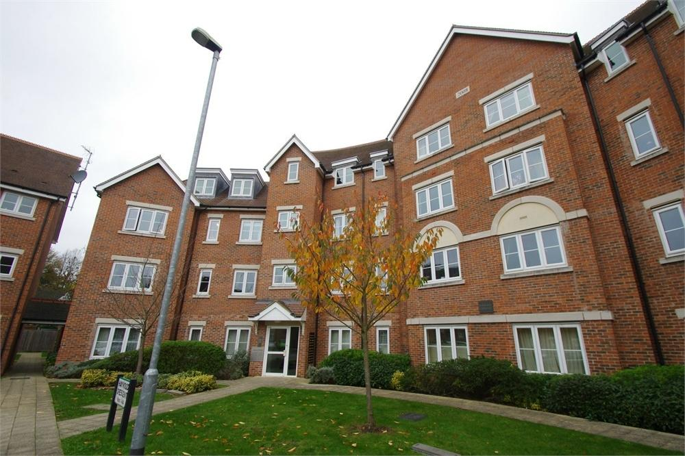 2 Bedrooms Flat for rent in Haywood Crescent, Lockhart Road, Watford, Hertfordshire
