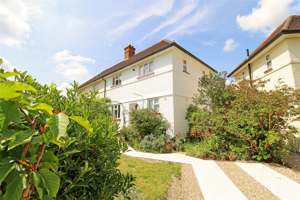 3 Bedrooms Semi Detached House for sale in Chiltern View, Letchworth Garden City, Hertfordshire