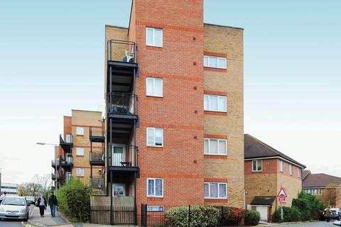2 bedroom flat to rent - Carmichael Close, Ruislip