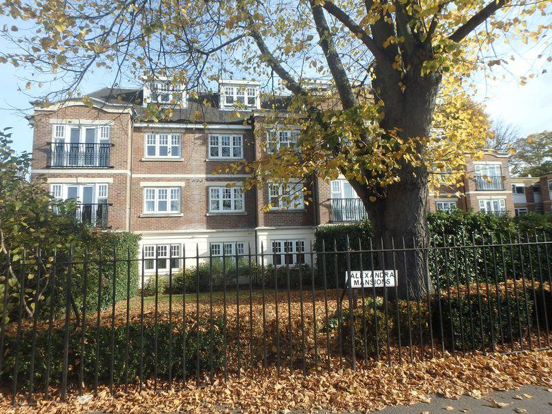 2 Bedrooms Apartment Flat for sale in Alexandra Road, Epsom