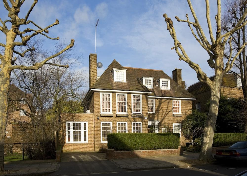 6 Bedrooms Detached House for sale in Springfield Road
