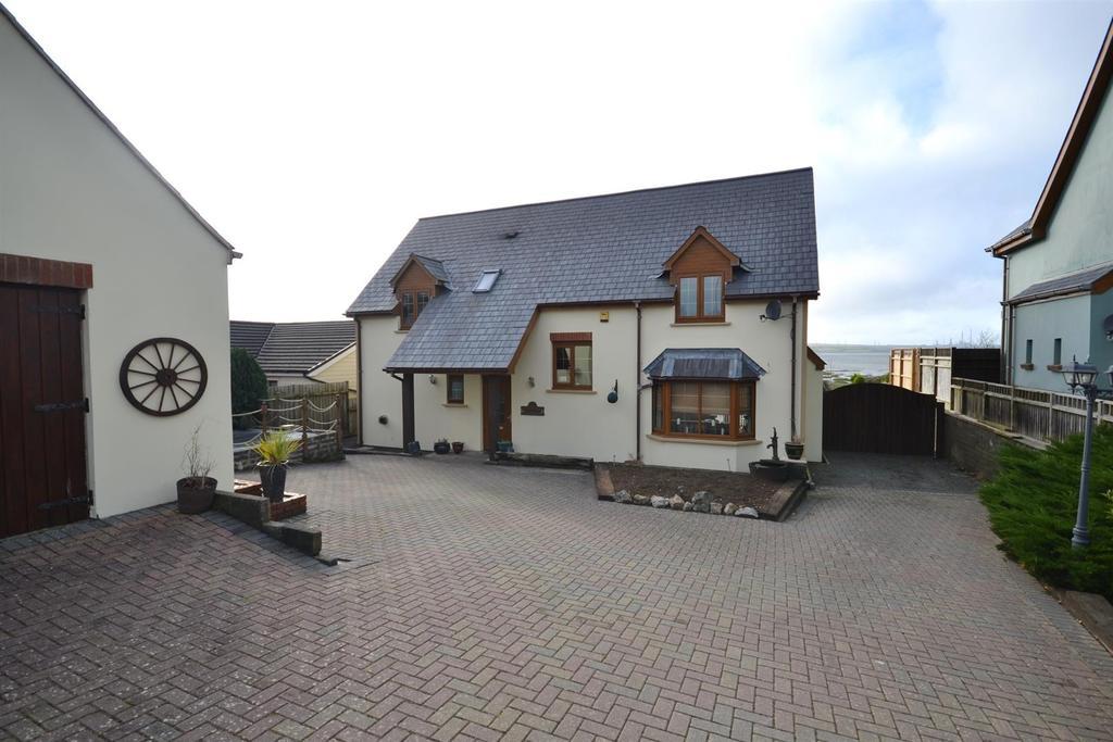 3 Bedrooms Detached House for sale in Long Mains, Monkton, Pembroke