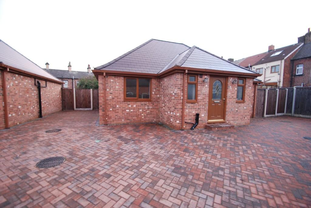 3 Bedrooms Detached Bungalow for sale in Dodworth Road, Barnsley S70