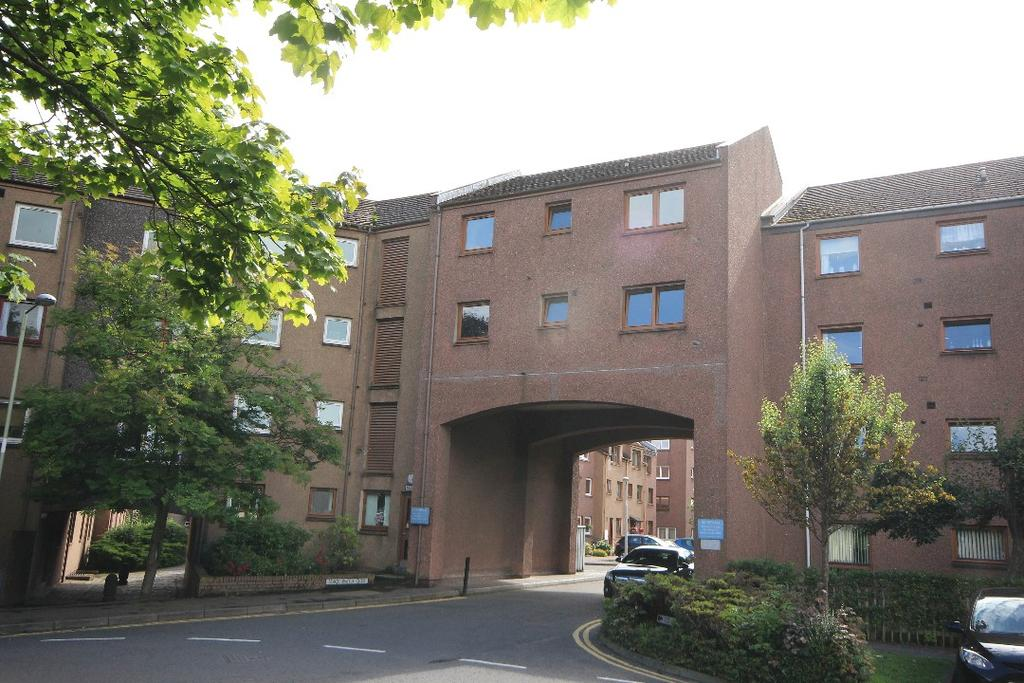 2 Bedrooms Flat for sale in Blackwatch Close, Perth, Perthshire, PH1 5TN