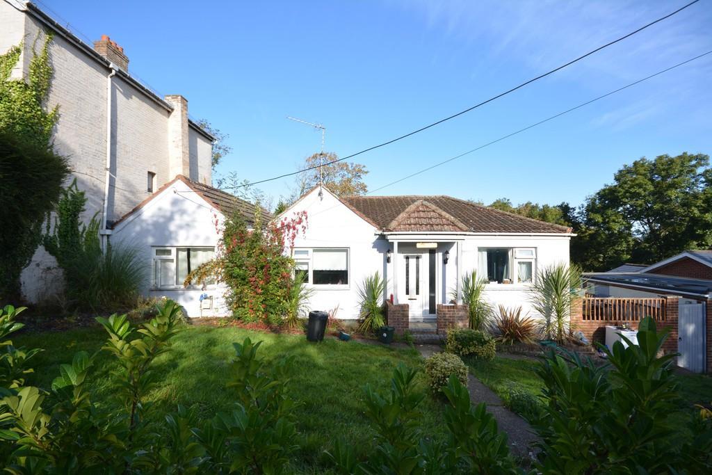 4 Bedrooms Semi Detached Bungalow for sale in Worsley Lane, Gurnard