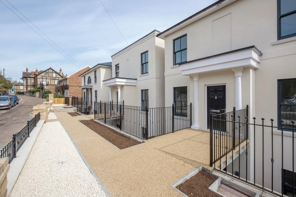 4 Bedrooms Town House for sale in Bellevue Road, Ryde