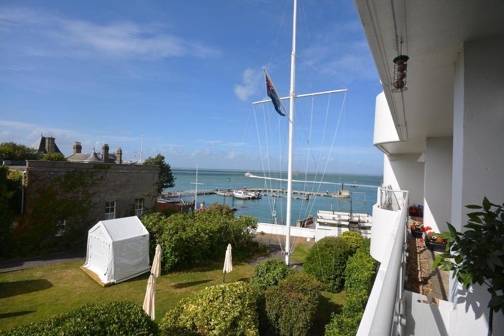 2 Bedrooms Apartment Flat for sale in The Parade, Cowes