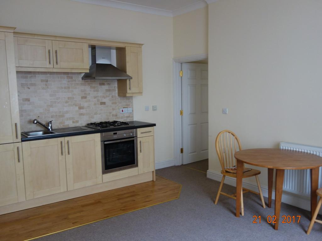 2 Bedrooms Apartment Flat for rent in Kensington House, Flat 1, Castle Lake, Haverfordwest. SA61 2BH