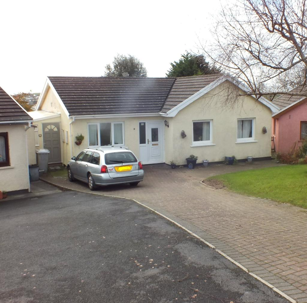 4 Bedrooms Detached House for sale in Kerrs Way, Kilgetty, Pembrokeshire