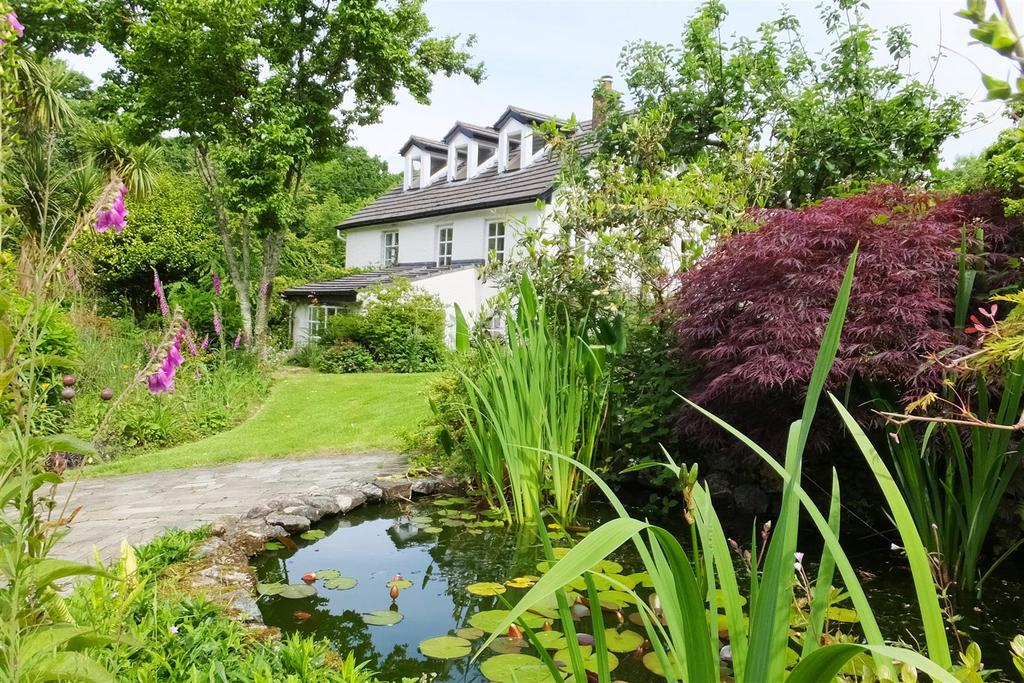 5 Bedrooms Cottage House for sale in Tregrehan Mills, St. Austell