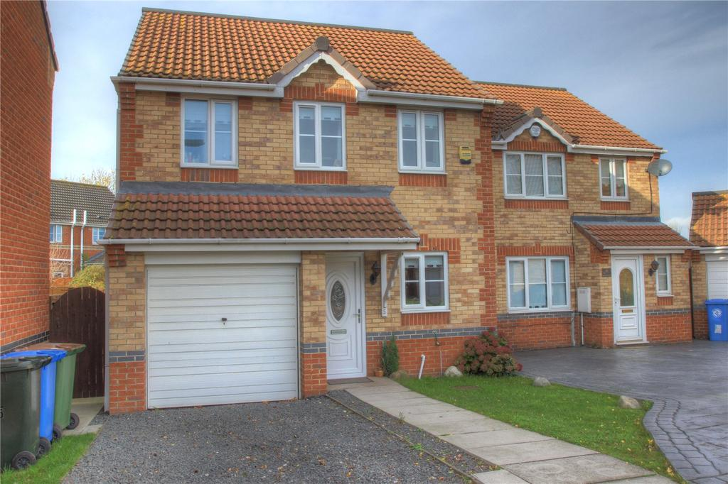 3 Bedrooms Detached House for sale in Holyhead Court, Eston