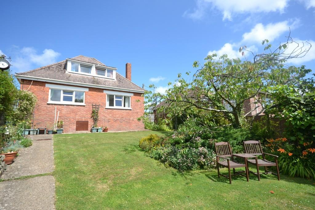 3 Bedrooms Detached Bungalow for sale in Noke Common, Newport
