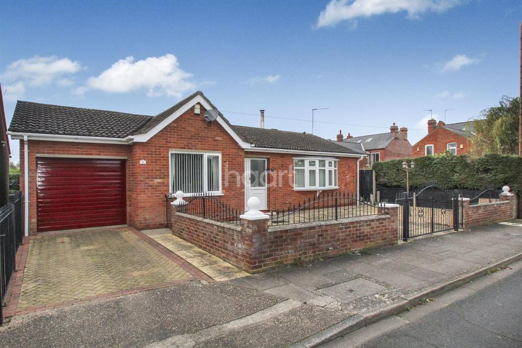 2 Bedrooms Bungalow for sale in Kenilworth Drive, Lincoln