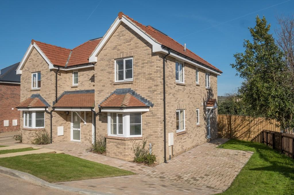 3 Bedrooms Semi Detached House for sale in Melrose Close, Newport