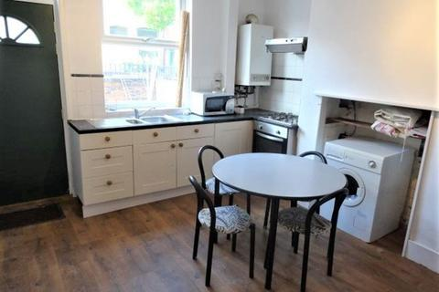 2 bedroom house to rent - Chiswick Terrace, Leeds