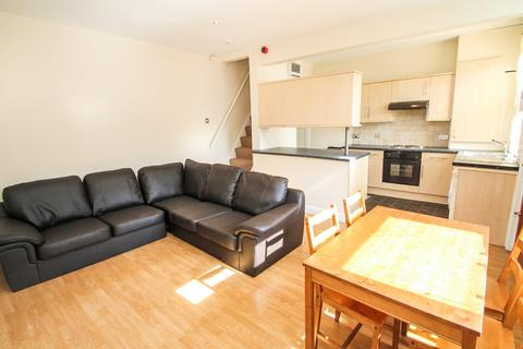 3 bedroom terraced house to rent - ALL BILLS INCLUDED - Barnbrough Street, Burley