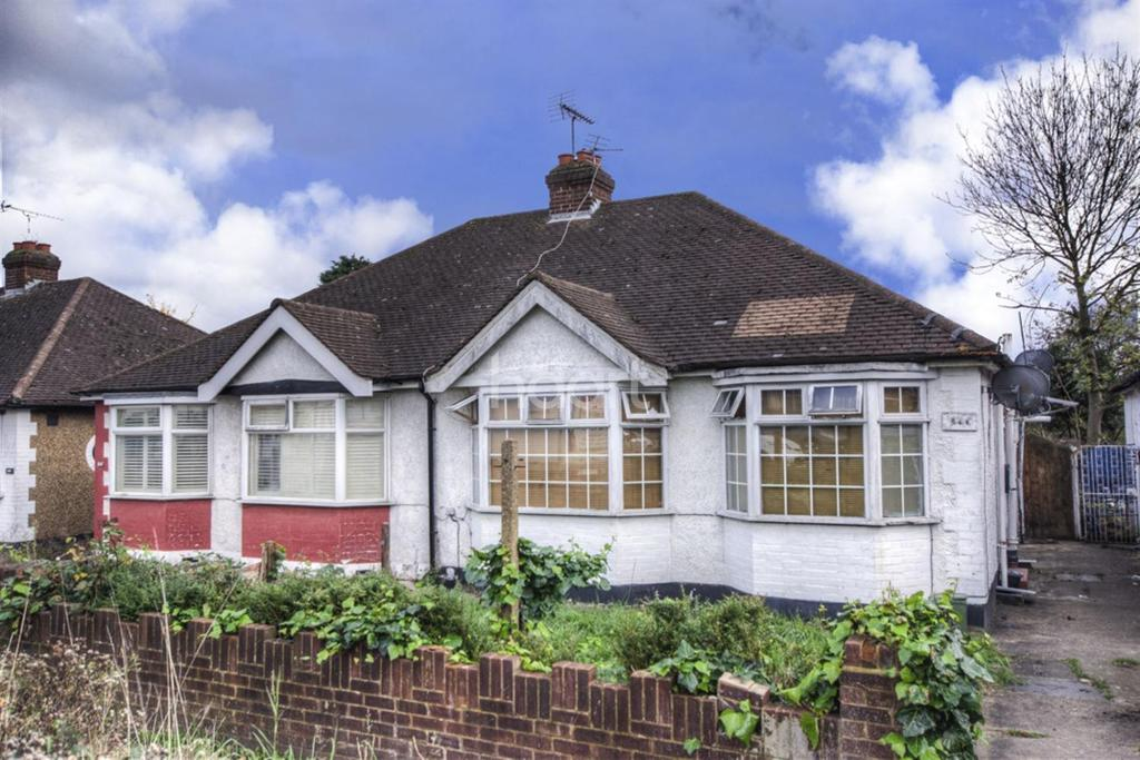 3 Bedrooms Bungalow for sale in Greenford Road, Greenford