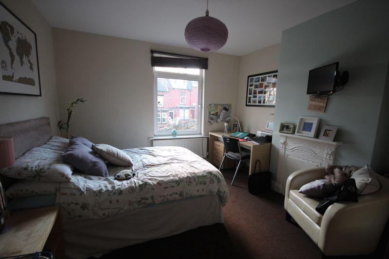 3 Bedrooms Terraced House for rent in St Anns Avenue, Burley