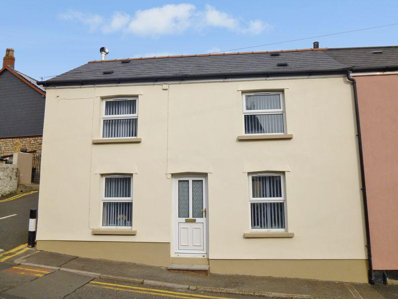 2 Bedrooms Semi Detached House for sale in High Street, PONTYPOOL, Torfaen