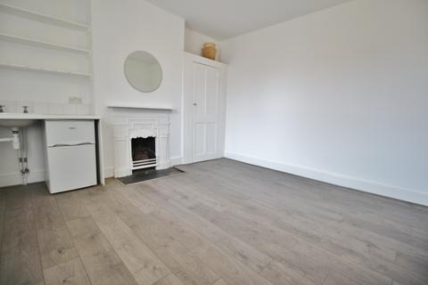 1 bedroom in a house share to rent - Barrington Road, Crouch End N8