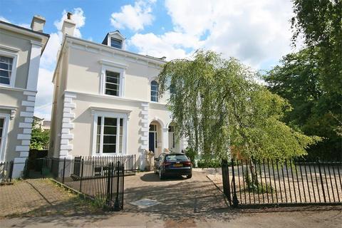 2 bedroom flat to rent - Pittville Crescent, Cheltenham