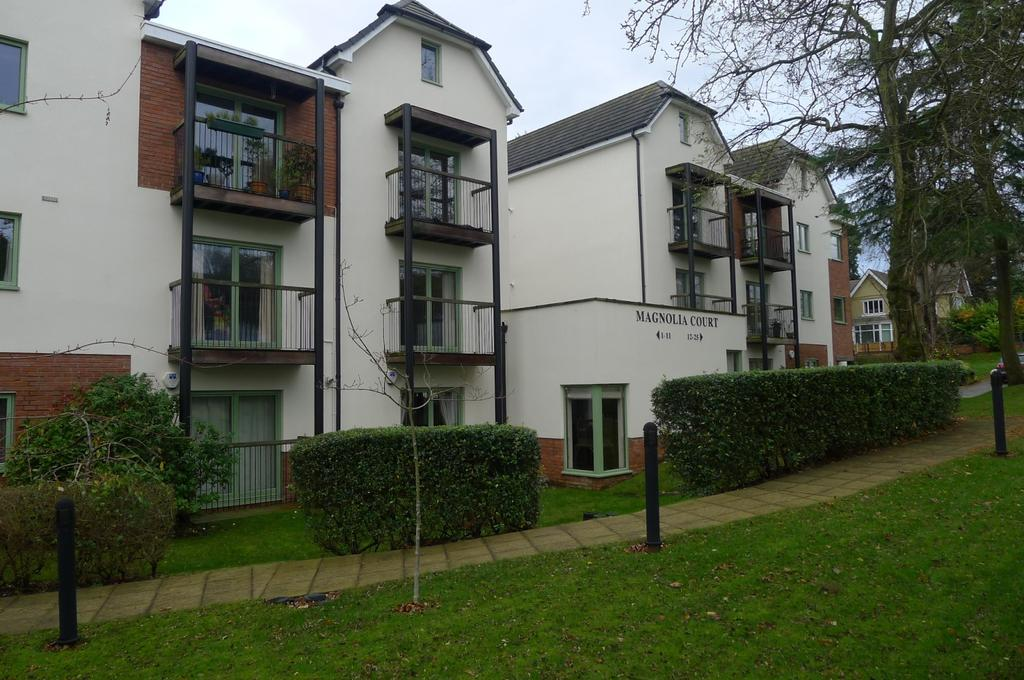2 Bedrooms Flat for sale in Magnolia Court, Muchall Road, Penn, Wolverhampton