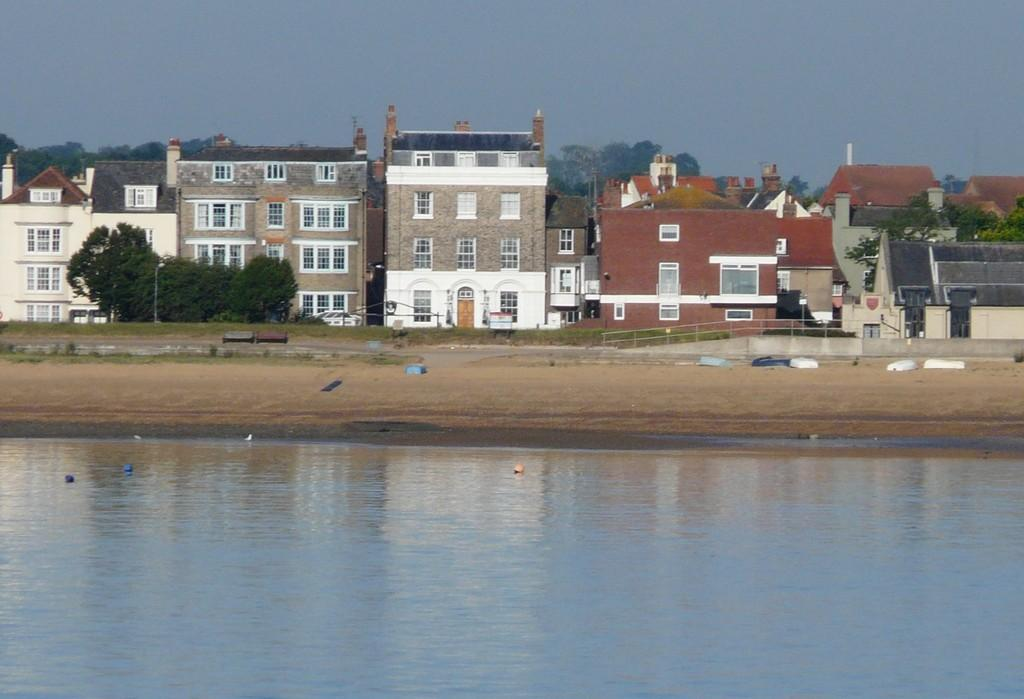 8 Bedrooms Town House for sale in Old Harwich Seafront
