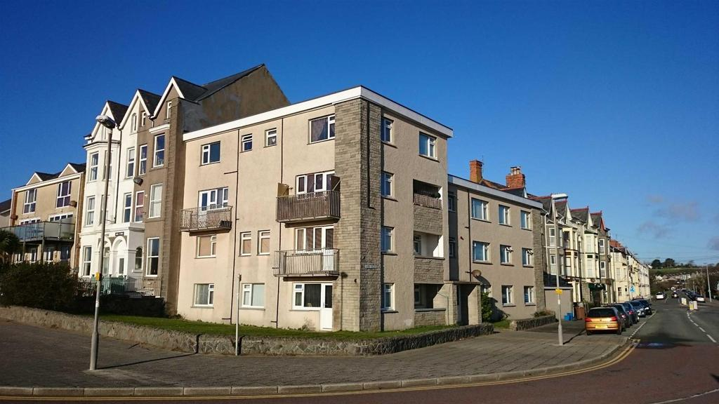 2 Bedrooms Flat for sale in Sarn Badrig, Embankment Road, Pwllheli