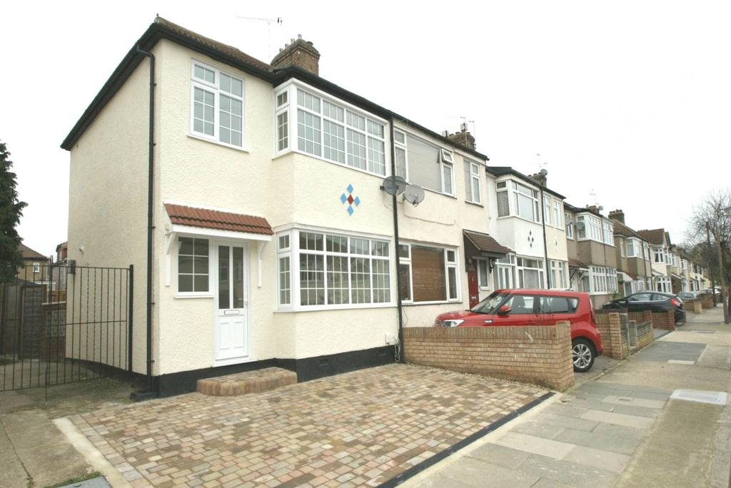 3 Bedrooms End Of Terrace House for rent in Norfolk Road, Upminster, Essex, RM14