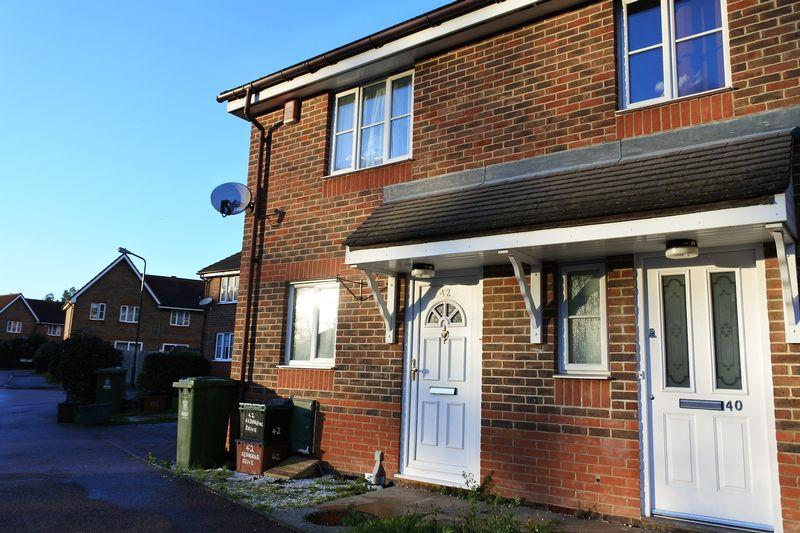 2 Bedrooms Semi Detached House for rent in Redbourne Drive, Thamesmead