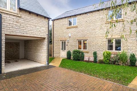 2 bedroom apartment to rent - Sansoms Court, Shipton Road, Woodstock,  OX20 1JN