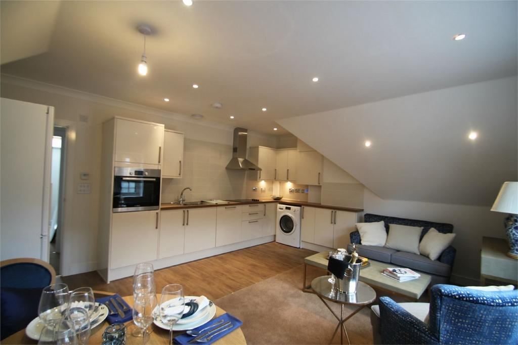 2 Bedrooms Flat for sale in LYNDHURST, Hampshire