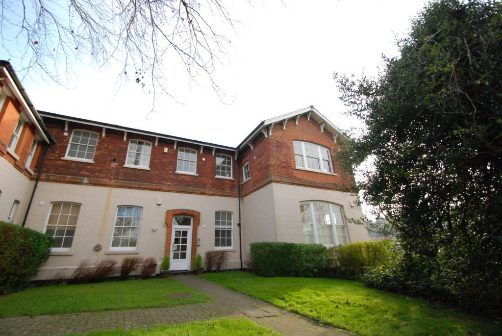 2 Bedrooms Flat for sale in Bloomsbury Court, St. Lukes Square, Guildford, Surrey, GU1