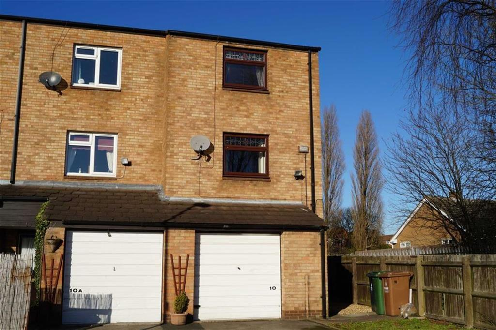 3 Bedrooms Terraced House for sale in Lowbridge Close, Willenhall, Wolverhampton