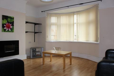 2 bedroom flat - Buckthorne Grove, High Heaton, NE7