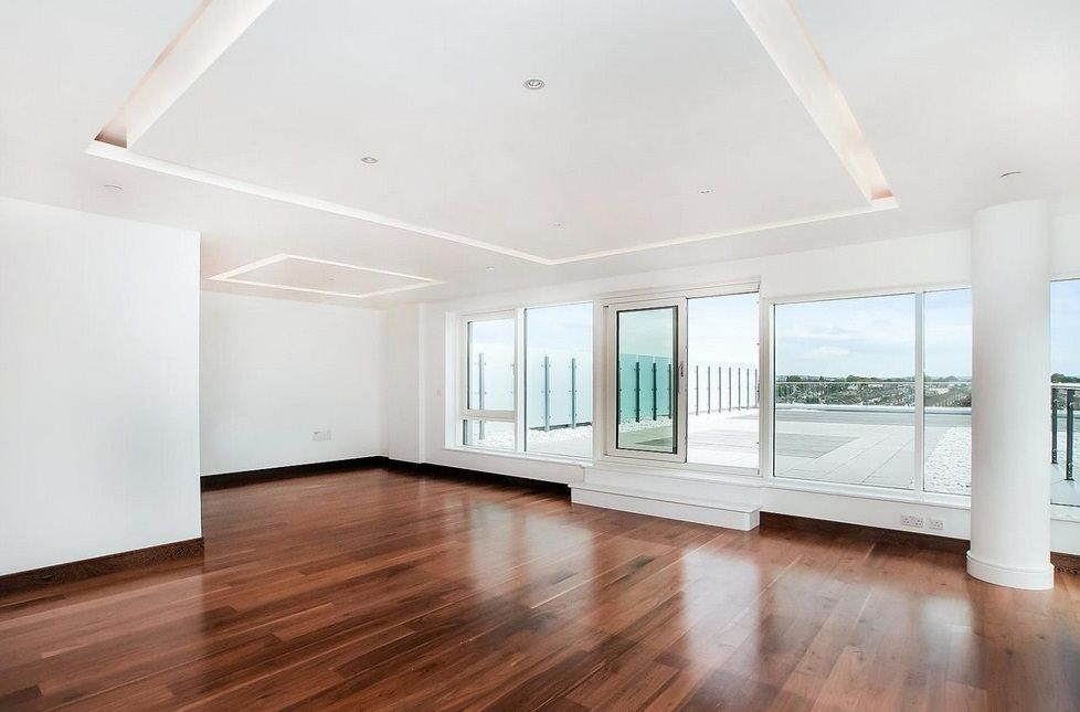 2 Bedrooms Flat for sale in Battersea Reach, London