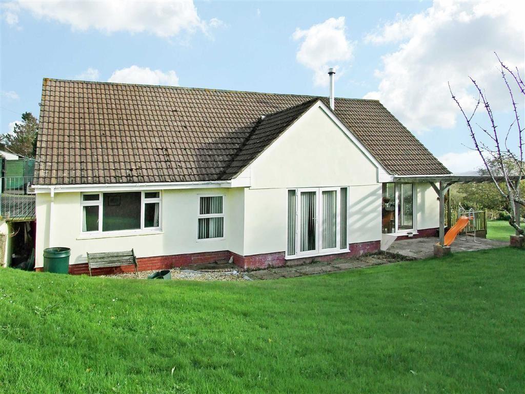 5 Bedrooms Bungalow for sale in Roundswell, Barnstaple, Devon, EX31