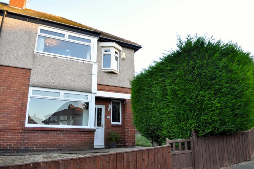 3 Bedrooms Semi Detached House for sale in Greystoke Avenue, Tunstall, Sunderland