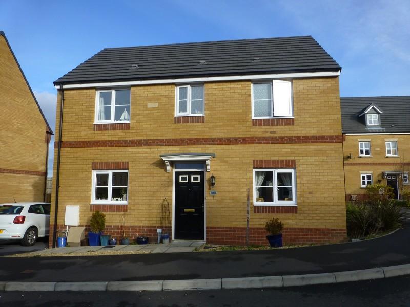3 Bedrooms Detached House for sale in Ffordd Y Glowyr Betws, Ammanford, Carmarthenshire.