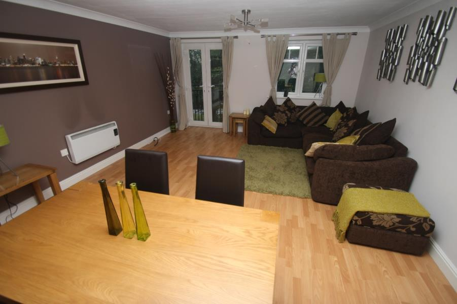 3 Bedrooms Duplex Flat for sale in BRACKENHURST DRIVE, MOORTOWN, LEEDS, LS17 6WE