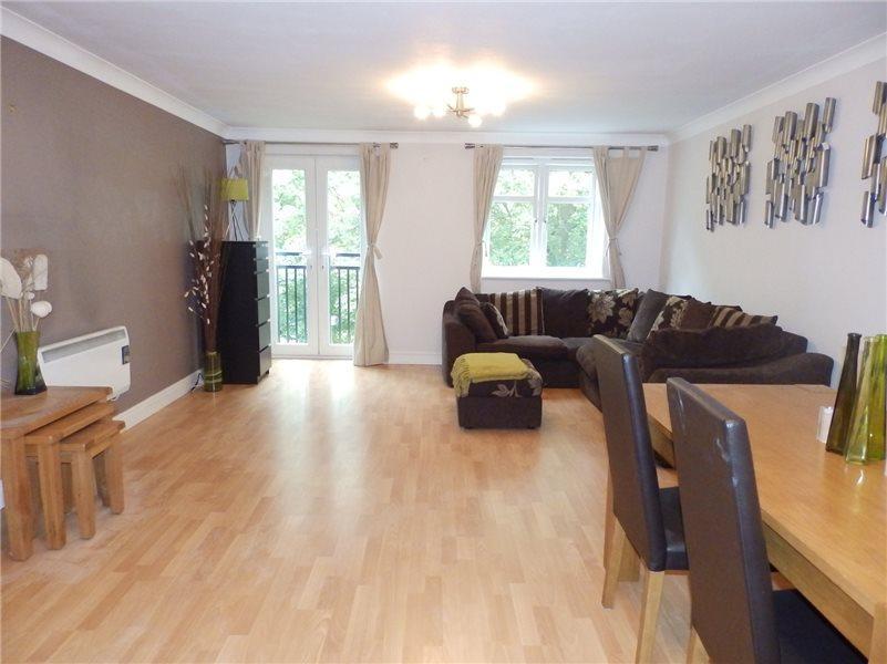 3 Bedrooms Duplex Flat for sale in BRACKENHURST DRIVE, MOORTOWN, LEEDS, LS17 6WE