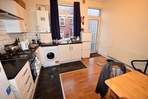 2 bedroom flat to rent - Harold Grove, Leeds